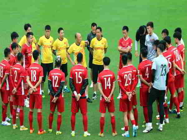 Bóng đá Việt 20-8: Tiền đạo Quảng Nam được triệu tập, tuyển nữ Việt Nam đối đầu Myanmar