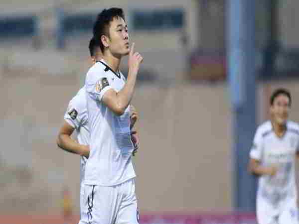 Tin bóng đá Việt Nam 26-8: Xuân Trường giành giải cầu thủ xuất sắc nhất trận