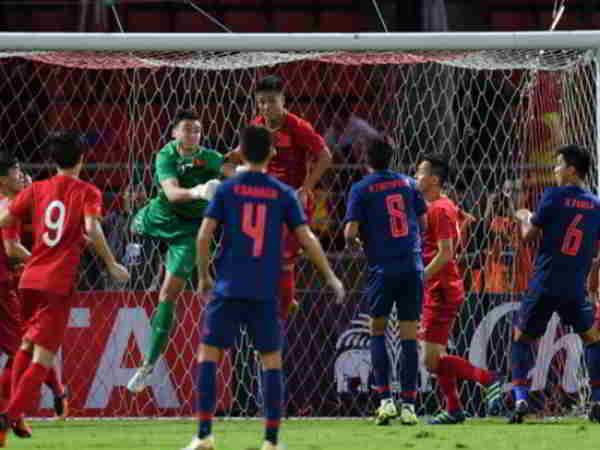 Tin bóng đá Việt 6-9: Tuyển Việt Nam chia điểm với Thái Lan