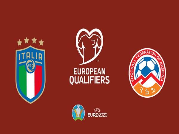 soi-keo-italia-vs-armenia-02h45-ngay-19-11đá Italia vs Armenia  Tỷ lệ Châu Á0.93*0:2/2.5*0.95  Tỷ lệ Châu Âu1.14/8.50/18.00  Tỷ lệ Tài Xỉu0.99*3/3.5*0.87  Cục diện bảng J lúc này đã ngã ngũ, khi Italia và Phần Lan sớm giành vé dự EURO 2020. Những trận đấu ở lượt cuối cùng này chỉ còn mang ý nghĩa thủ tục đối với các đội bóng. Tuy nhiên không vì thế mà Italia chủ động buông xuôi trong cuộc tiếp đón các vị khách Armenia.  Chiến thắng tưng bừng 3-0 trên sân của Bosnia cách đây vài ngày là trận thắng thứ 10 liên tiếp của ĐT Italia trong 1 năm, qua đó giúp đoàn quân của HLV Roberto Mancini đánh bại kỷ lục từng tồn tại suốt 80 năm của bóng đá nước này (toàn thắng 9 trận tính trong 1 năm). Chưa hết, nếu như tiếp tục đánh bại Armenia đêm nay, Italia sẽ có được kỷ lục toàn thắng tại vòng loại.  Trong suốt lịch sử các kỳ vòng loại EURO hay World Cup, Italia chưa bao giờ có thành tích toàn thắng. Chính vì thế, đoàn quân của HLV Mancini chắc chắn sẽ đặt nhiều quyết tâm trong việc đánh bại Armenia đêm nay để tiếp tục chinh phục thêm những kỷ lục mới. Với ưu thế sân nhà, đây có lẽ là nhiệm vụ không quá khó khăn.  Ngoài lợi thế sân nhà, Italia còn được đánh giá nhỉnh hơn hẳn so với Armenia ở nhiều khía cạnh. Họ có trình độ chuyên môn cao hơn, sở hữu những cầu thủ chất lượng hơn. Bên cạnh đó, động lực của đội khách cũng không thể bằng được Italia, khi Armenia đã bị loại và hiện tại đang đứng thứ 4 trên BXH với 10 điểm.  Nhận định kèo châu Á Italia vs Armenia: chọn Italia  Italia đang có tỉ lệ thắng kèo cực cao dù đã chính thức có vé vào vòng chung kết. Italia thắng kèo ở 5 trận liên tiếp và các trận đấu gần đây đề là những chiến thắng cực kì ấn tượng và đậm dà. Trong khi đó Armenia lại đang có chuỗi 3 trận thua liên tiếp. Tinh thần ở mức khá kém cùng với thực lực yếu hơn đối thủ khá nhiều. Thật khó để Armenia có thể tạo nên được bất ngờ ở trận đấu này.  Soi kèo tài xỉu Italia vs Armenia: chọn tài  Những trận đấu của cả 2 đội đều có rất nhiều bàn thắng trong thời gian gần đây. Hàng 